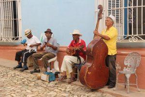 Músicos alegran las calles de Trinidad