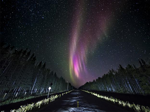 Miras las auroras boreales en Yellowknife.