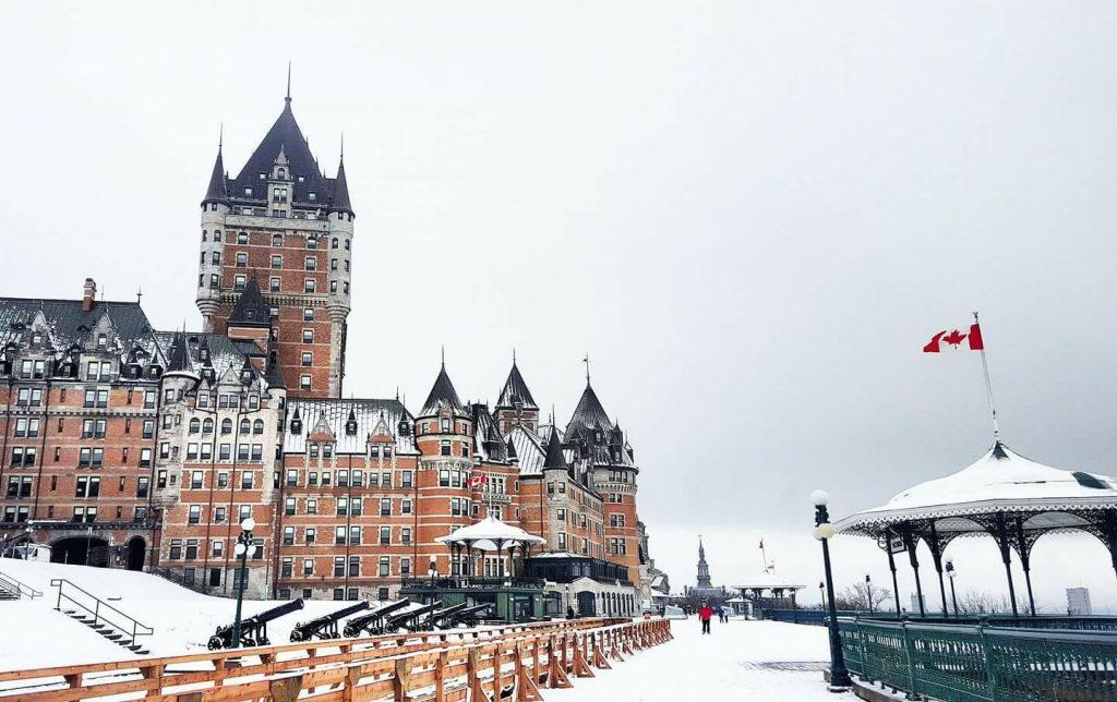 Le Chateu Frontenac nevado y Terrace Dufferin, en Quebec City