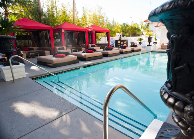 artisan-hotel-las-vegas-naked-pool-2