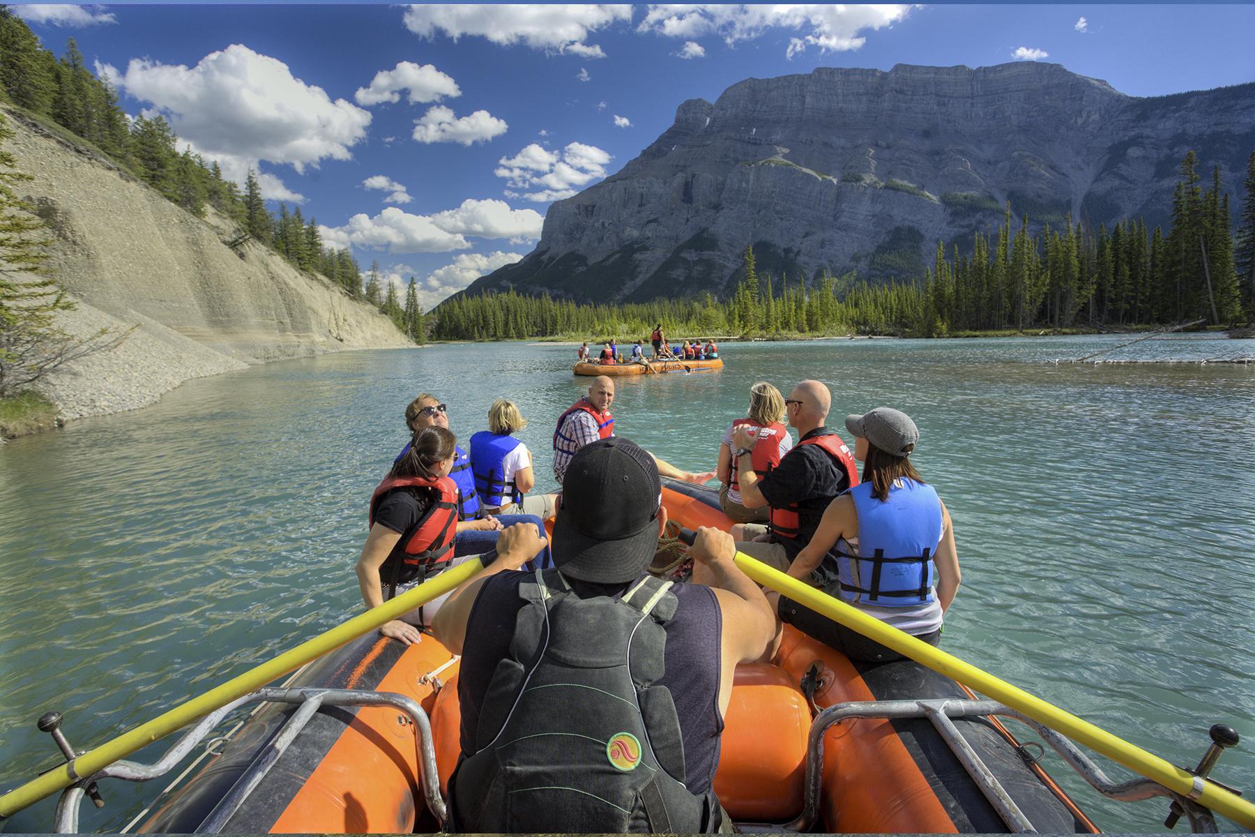 bow-lake-icefields-parkaway-alberta-canada-bote-personas
