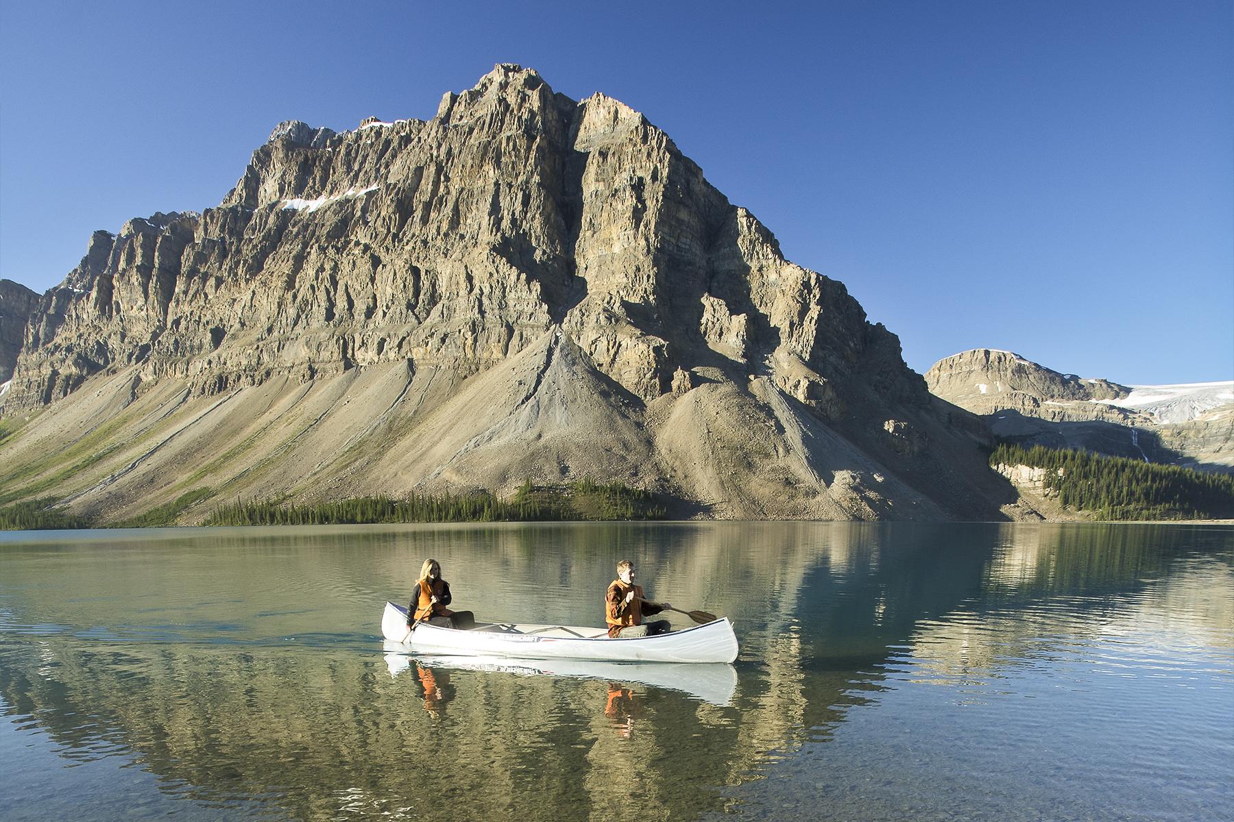 bow-lake-icefields-parkaway-kayak-alberta-canada