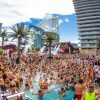 Pool Party Las Vegas gente en alberca fiesta