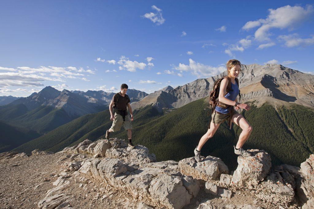 que hacer en jasper alberta canada personas escalando