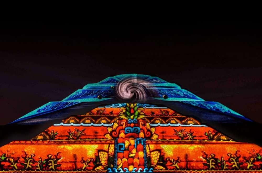 5 destinos mexicanos que se pintan de colores Teotihuacán de Noche