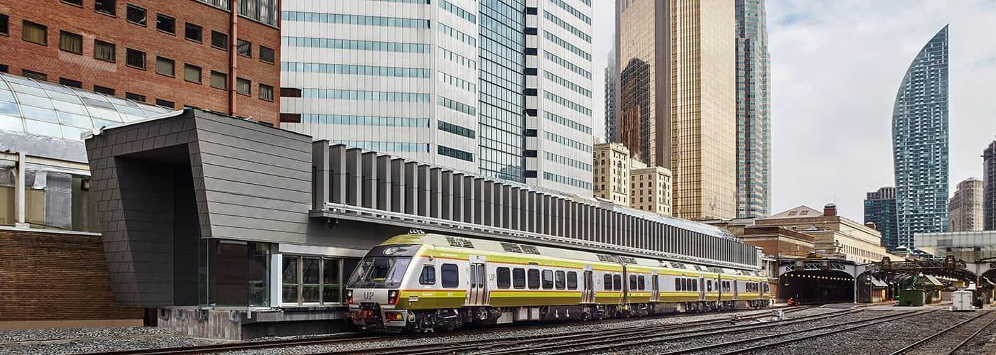 Cómo llegar y cómo desplazarte en Toronto, Canadá tren