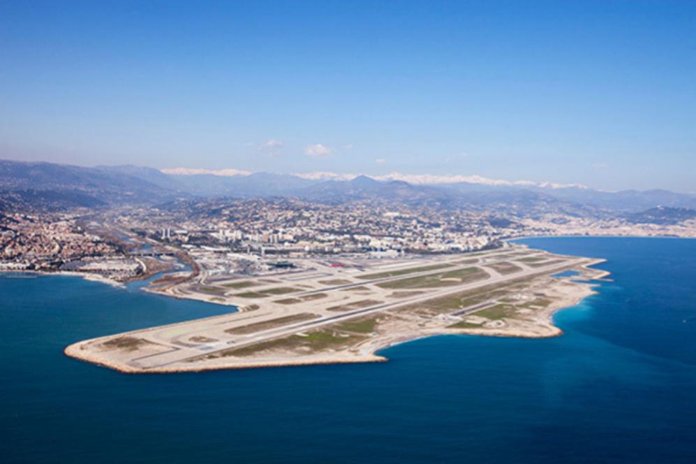 Los aeropuertos más espectaculares del mundo Costa Azul