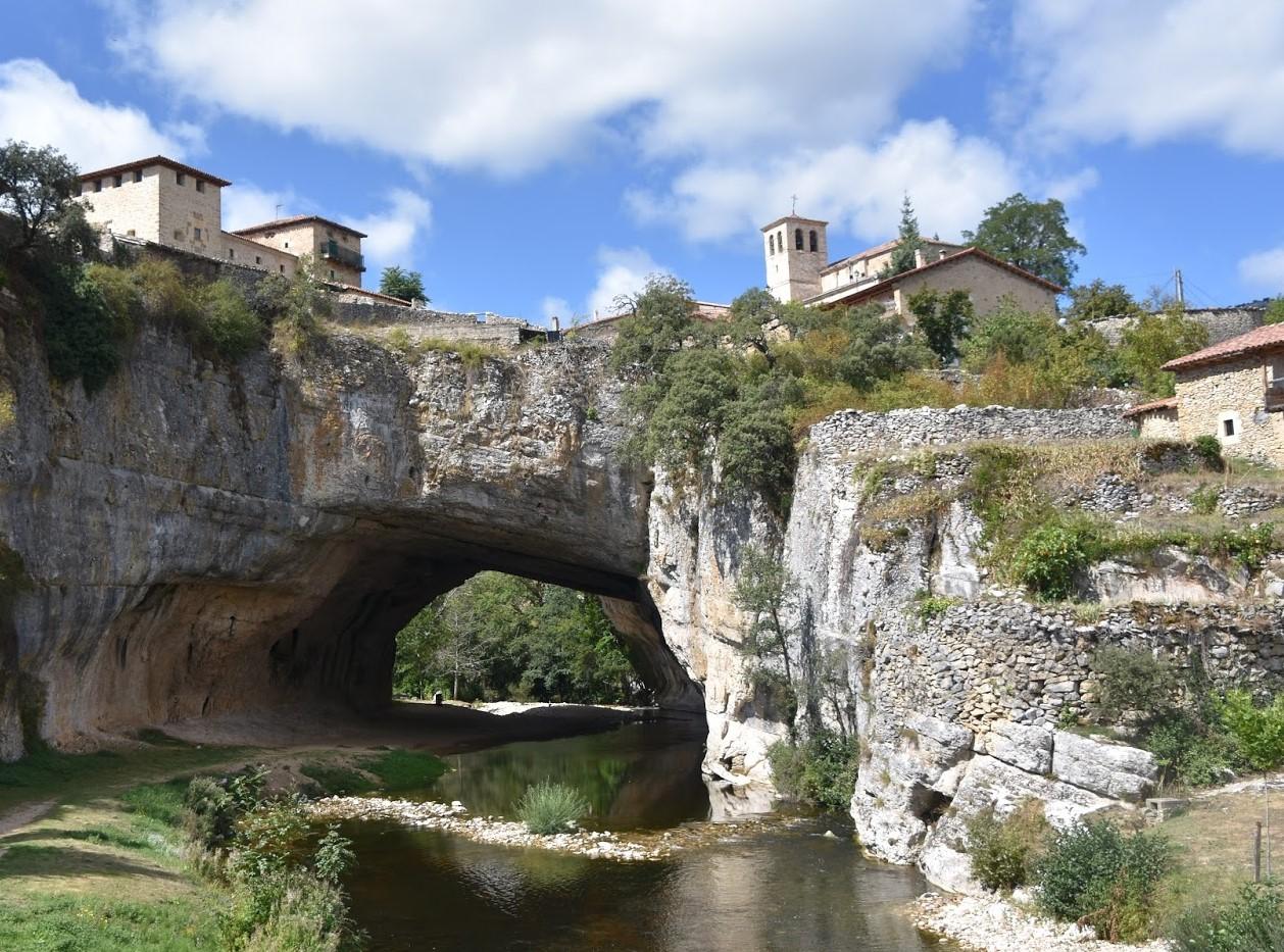 Puentes naturales, Puentedey, España