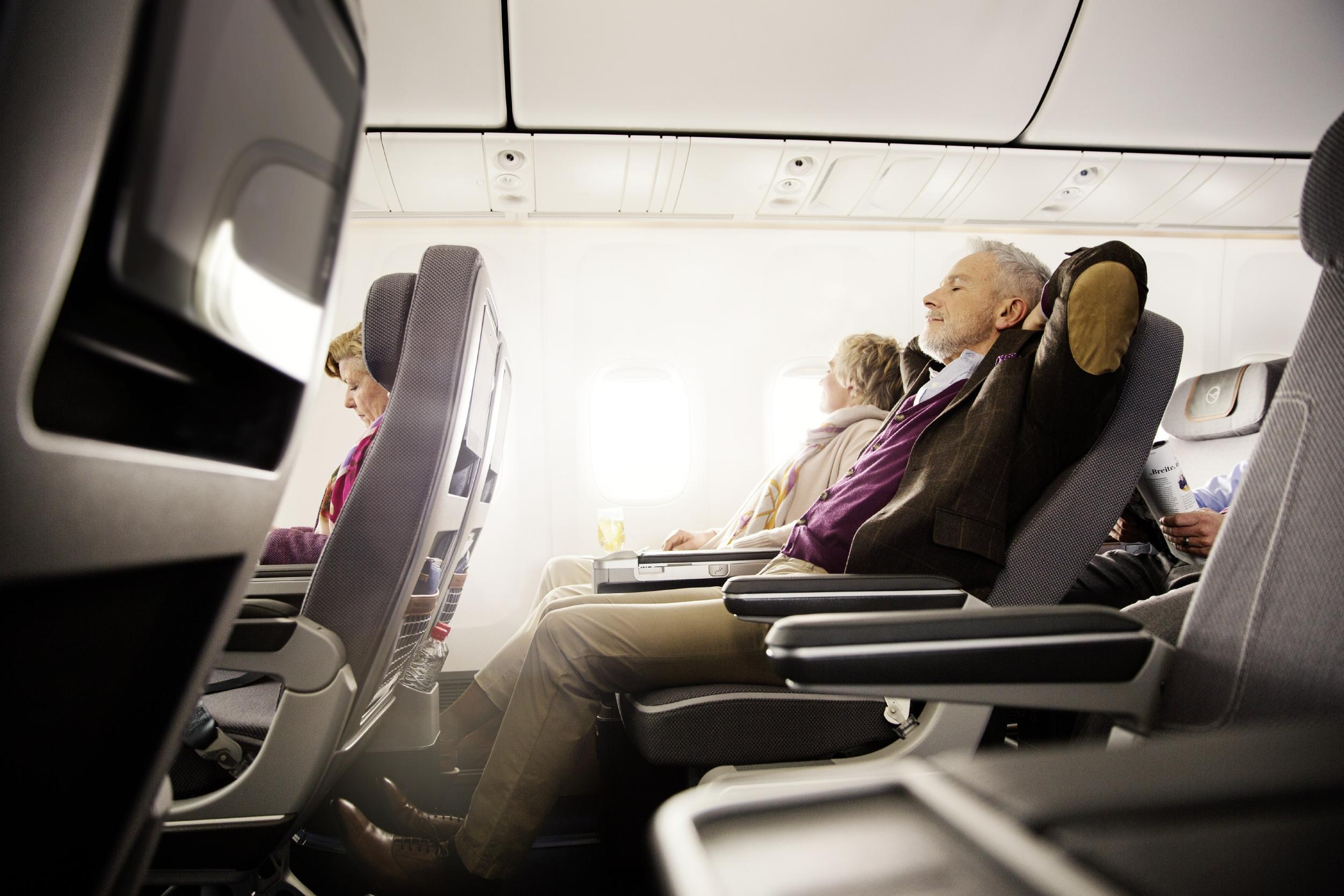 Tips para evitar el síndrome de clase turista, un padecimiento peligro