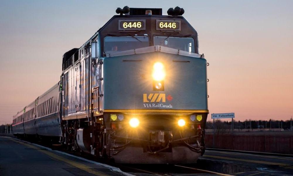 cómo llegar a montreal tren
