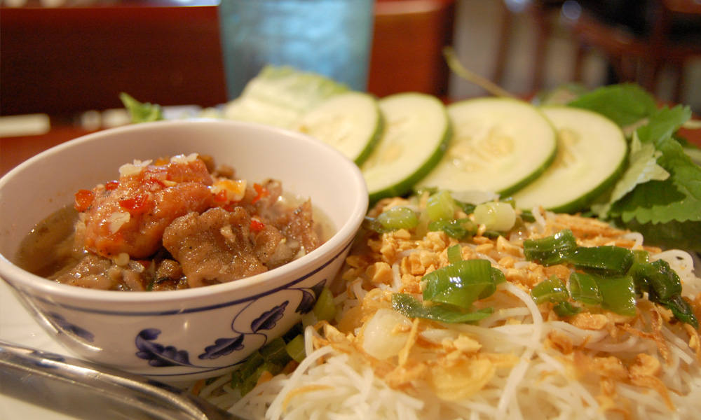 comida de vietnam bún chả