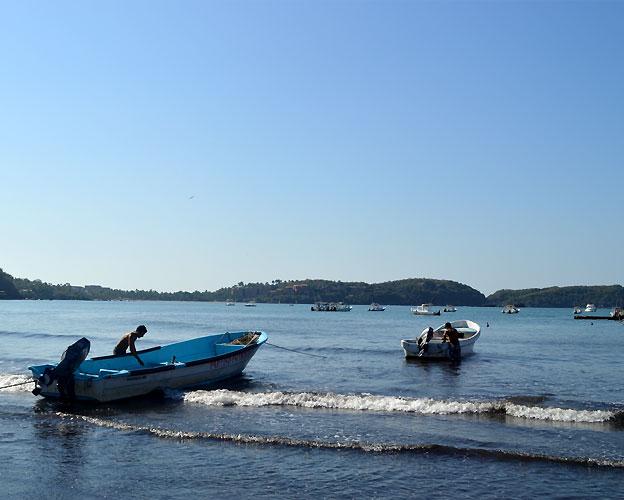 ixtapa-zihuatanejo-playas-lanchas