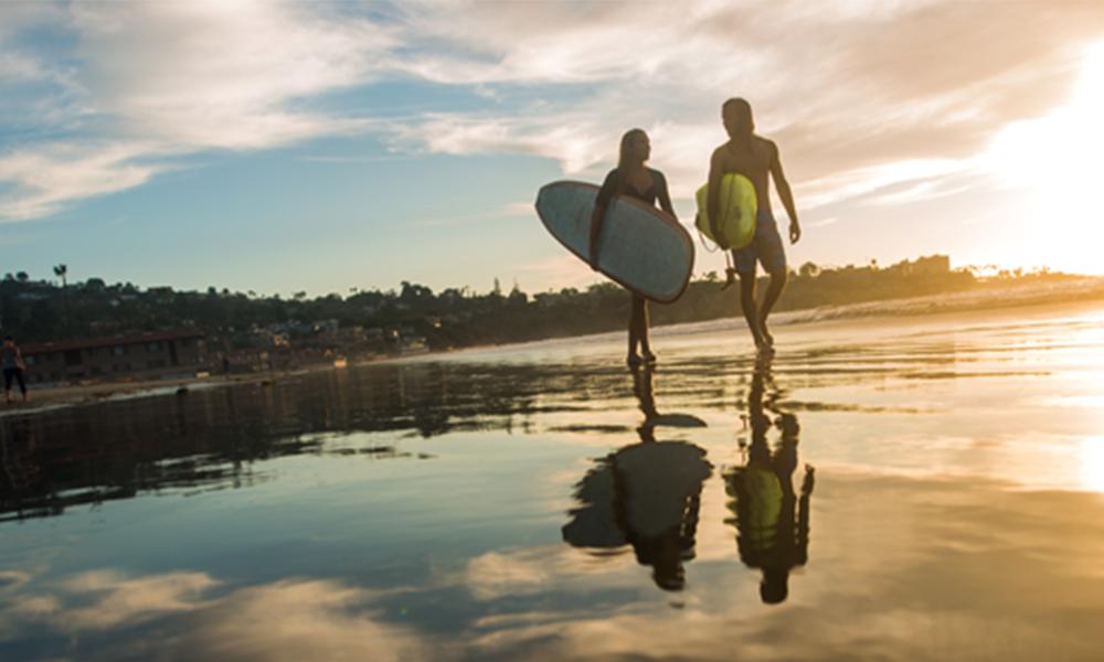 Qué hacer en San Diego pareja playa amor