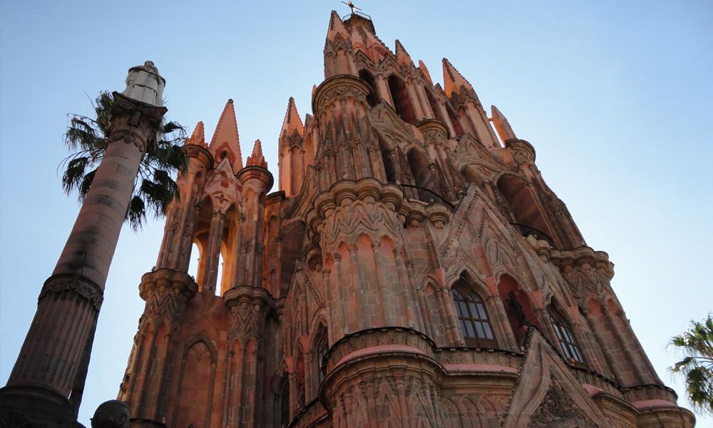 Mejores-cosas-que-hacer-en-San-Miguel-de-Allende-en-pareja-parroquia