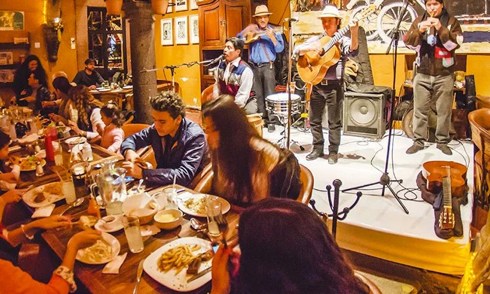 Qué-hacer-en-San-Miguel-de-Allende-de-noche-con-tu-pareja-mama-mia