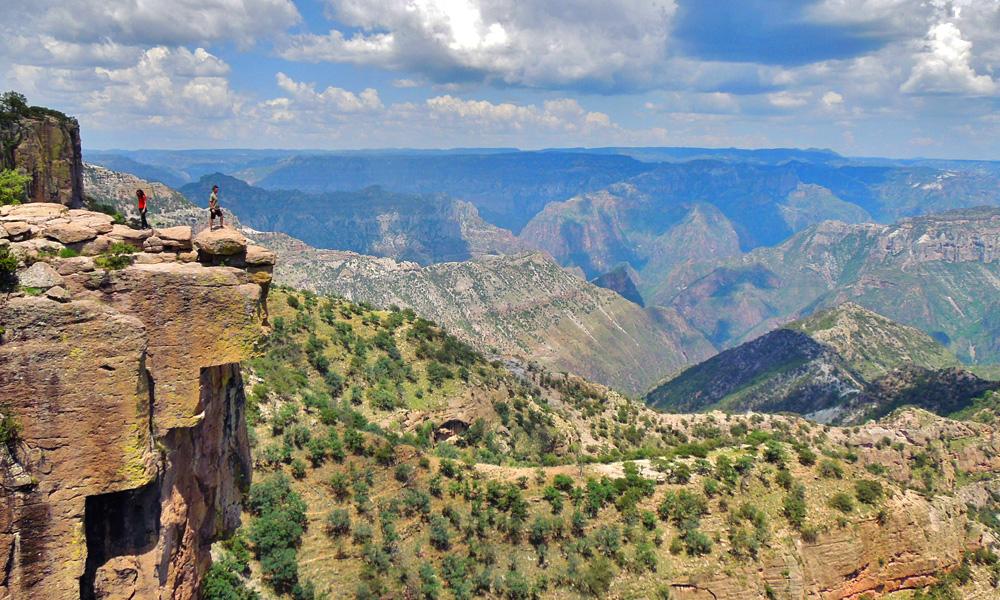 Qué-hacer-en-las-Barrancas-del-Cobre-y-la-estación-Divisadero-parque-de-aventuras-piedra-volada