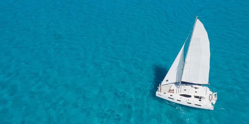 Admirar los vestigios mayas desde un catamarán