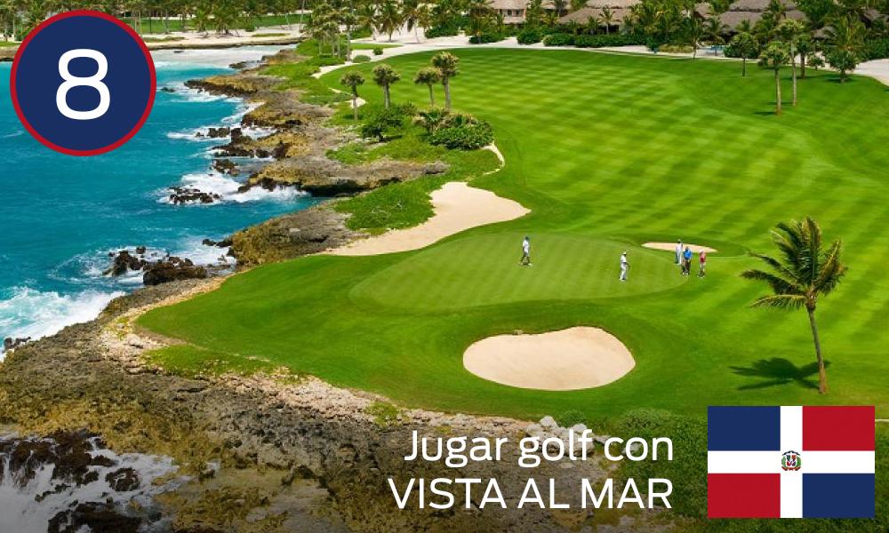 Jugar golf con vista al mar