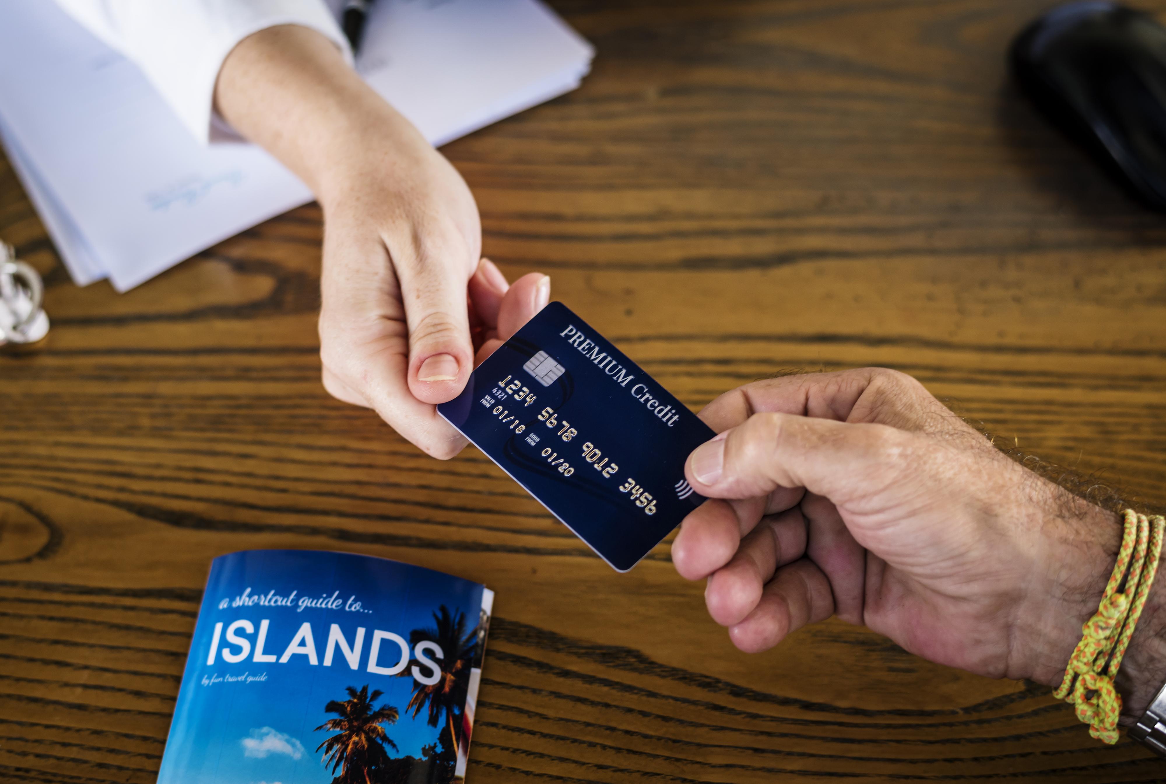 Por qué llevar tarjeta de crédito a los viajes