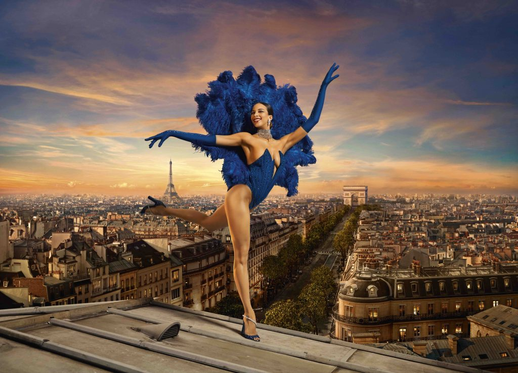 Парижское кабаре Lido поражает своим обновленным зрелищем