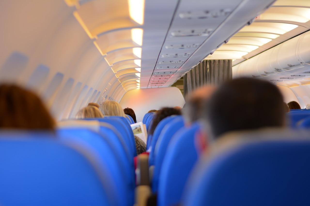 Cosas que nunca debes hacer en un avión