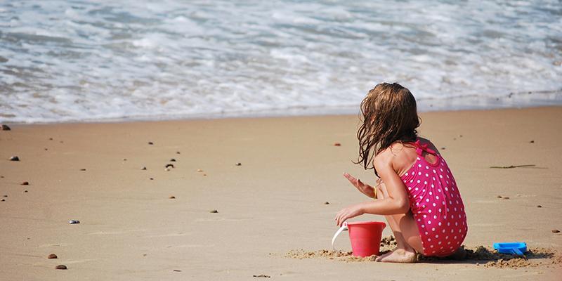 playa con niños