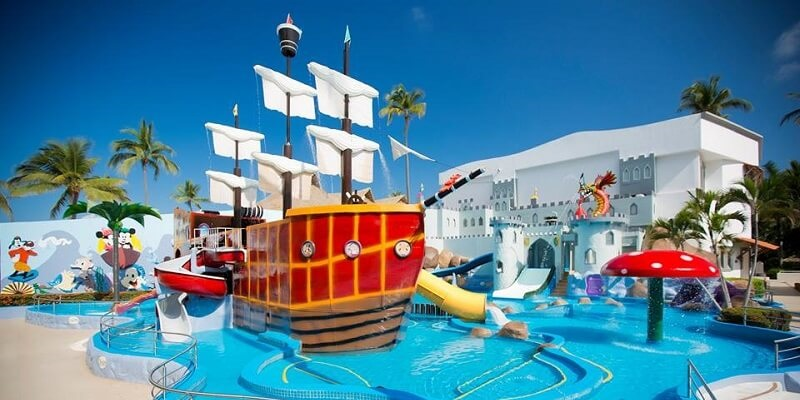 El principal atractivo del Crown Paradise Club es elAquapark