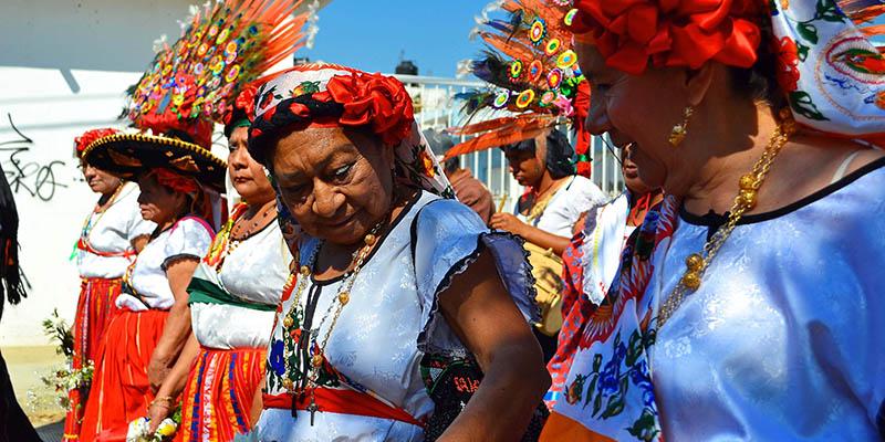 """Mujeres bailando """"El Yomoetzé"""""""