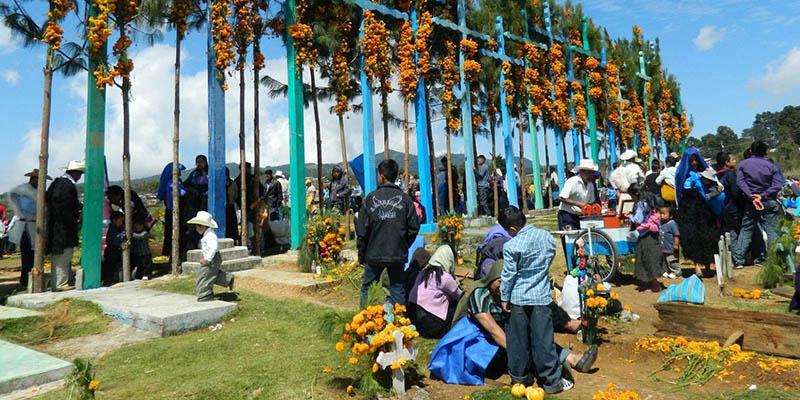 El día de muerto tiene su toque particular como en todas las fiestas de Chiapas