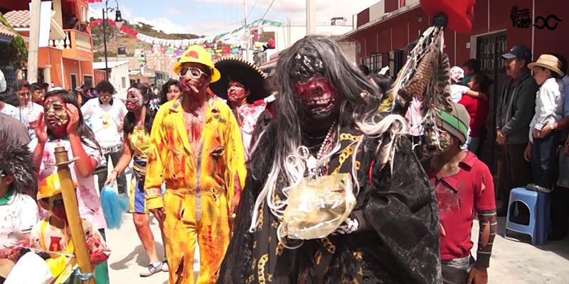 Como en todas las fiestas de Chiapas, uno se encuentra pintorescos participantes