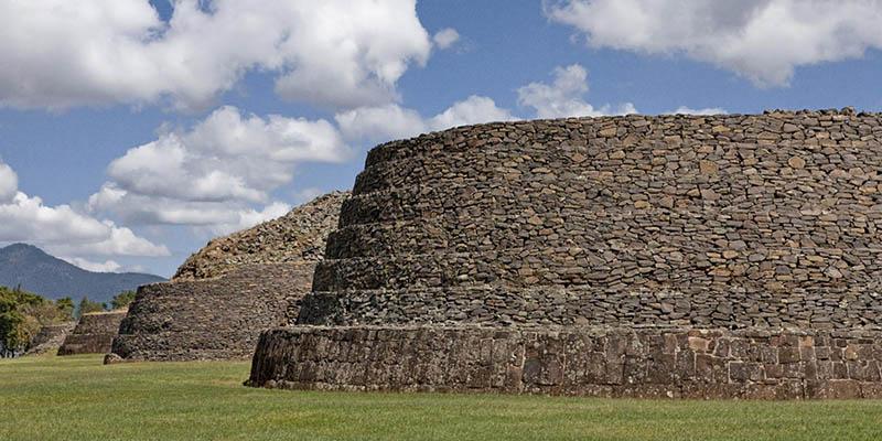 Visita Las Yacatas al norte del lago. Foto de Visit México.