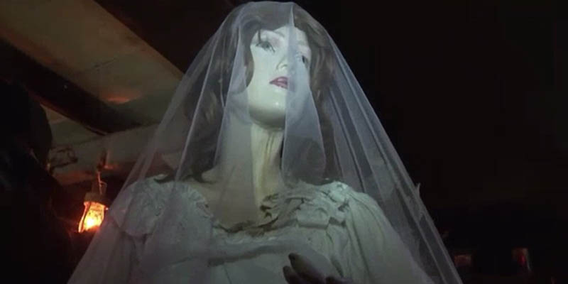 Vestido de novia embrujado - Museo de los Warren