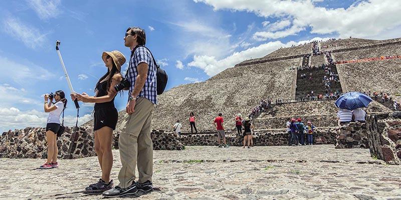 En las Pirámides de Teotihuacán puedes Aquí puedes vivir diferentes experienciasvivir diferentes experiencias