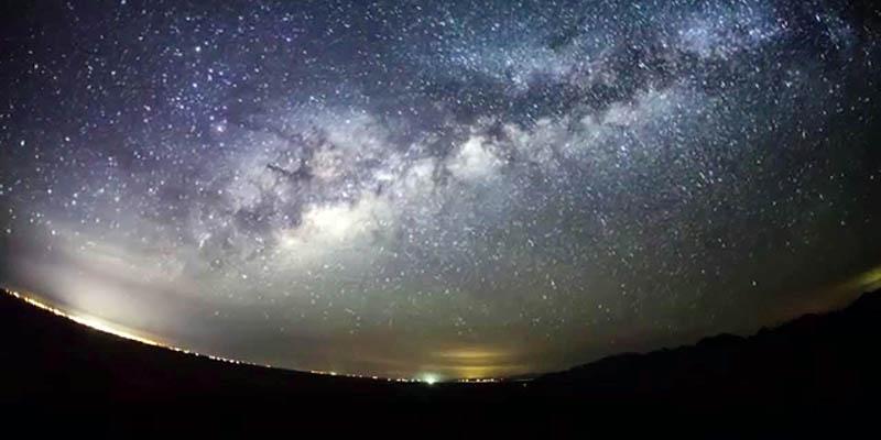 Cielo nocturno en el Desierto del Gran Altar