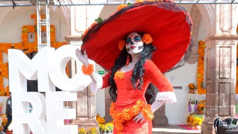 Catrina en Morelia para la Noche de Muertos