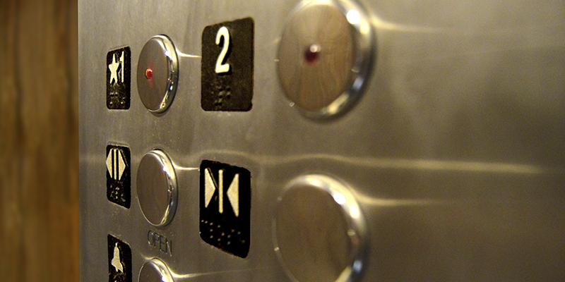 consejos de seguridad para mujeres solas hotel