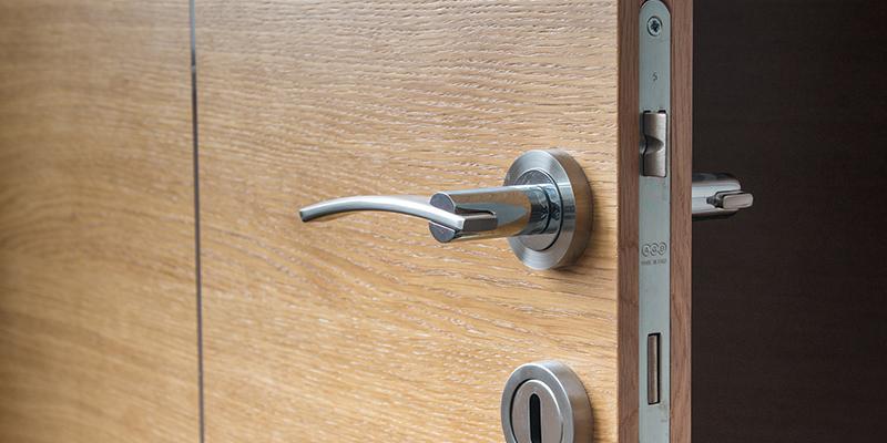consejos seguridad para quedarte sola en un hotel
