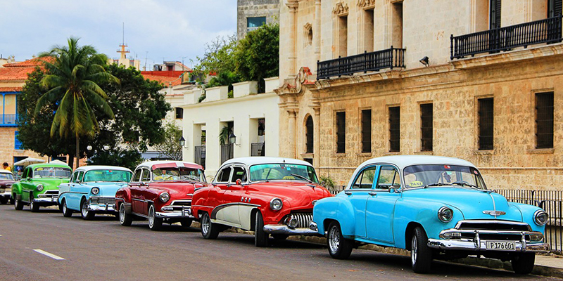 Cuba se cierra y restringe entrada a turistas