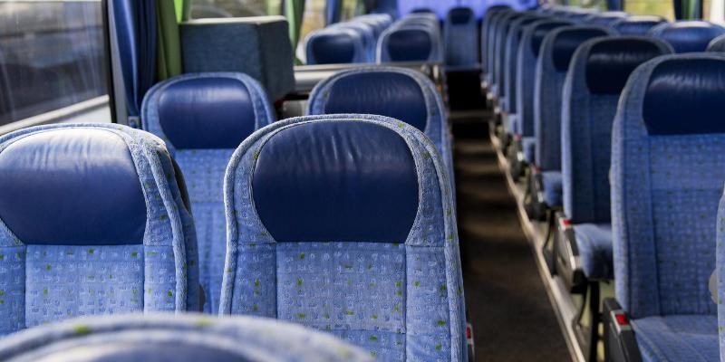 ¿Cómo cuidarte del COVID-19 en un autobús?