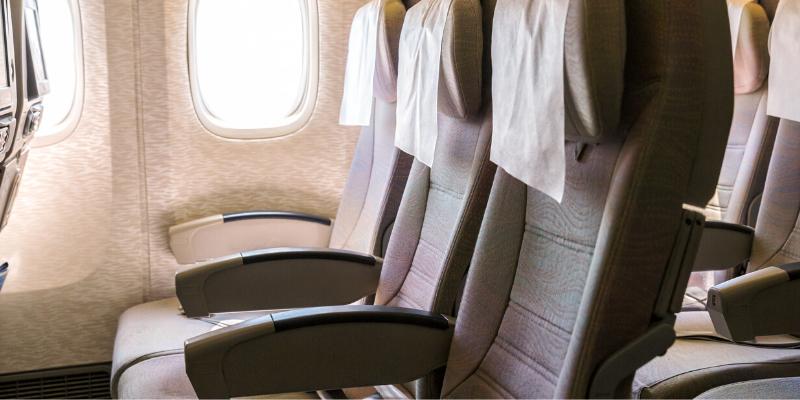 ¿Cómo desinfectar el asiento de avión?