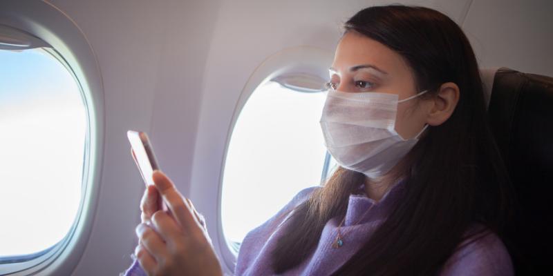 ¿Cuál es el riesgo de contagiarse de Covid-19 en un avión?